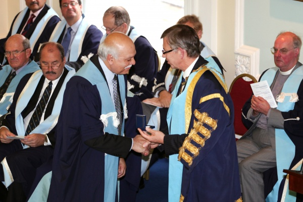 Prof Davinder Sandhu receives Bruce Medal from RCSEd President Mr Ian Ritchie